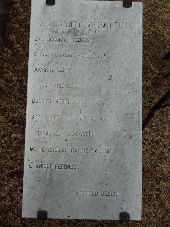 Tafel mit Brecht-Gedicht