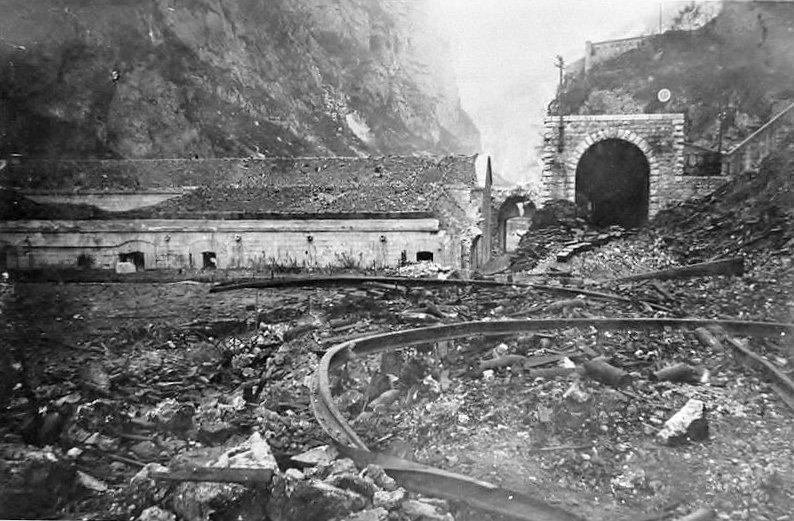Sabotage der Bahnlinie bei Forte Tombion (Foto: Wikipedia)