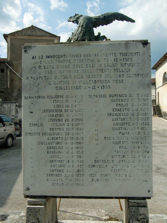 Gedenkstein an der Kirche von Cardito