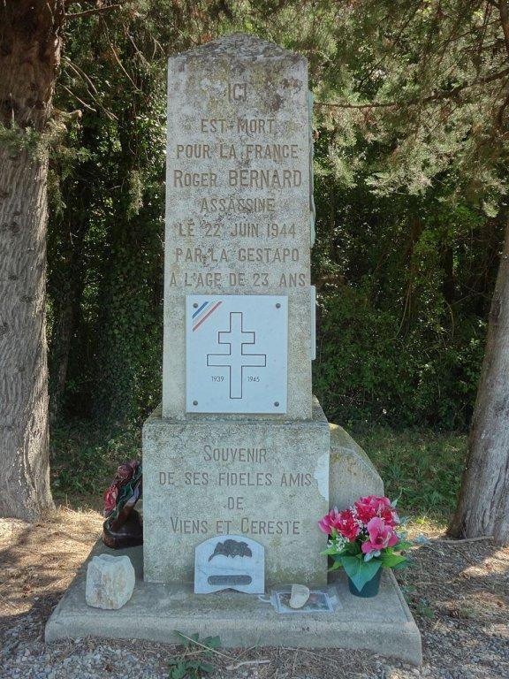 Stele Roger Bernard ; Quelle: wikipedia Sébastien Thébault, CC BY-SA 3.0