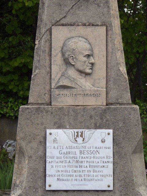 Stele Gabriel Besson, Bahnhofs-Parkplatz