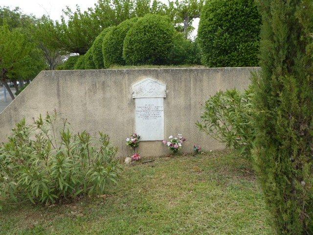 Gedenktafel Biggi und Marini, Außenmauer des Friedhofs
