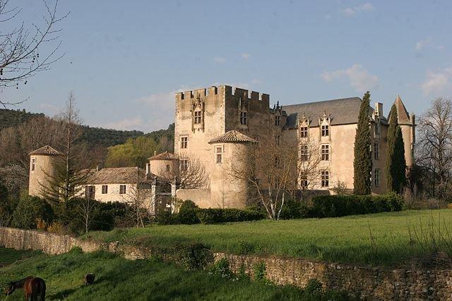 Schloss (16. Jhd); Quelle: wikipedia, David Monnieux, CC-BY-SA 3.0