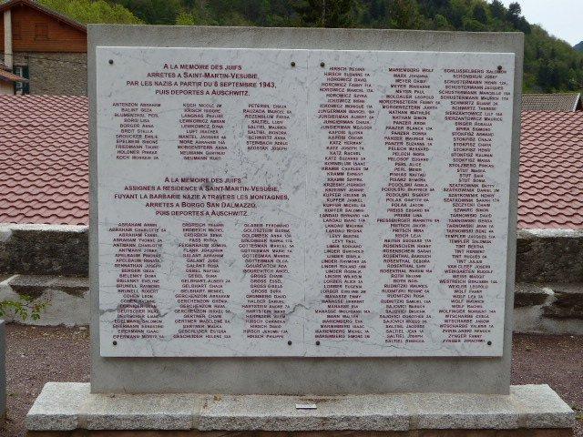 Gedenktafel mit den Namen der Deportierten