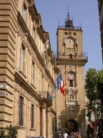 Rathaus mit Uhrturm; Quelle: jmax, wikipedia, CC BY_SA 3.0