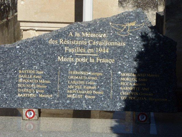 Gedenkplatte an 18 Erschossene