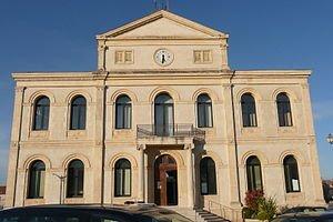ehem. Rathaus; Quelle: vi...Cult, wikipedia, CC BY-SA 3.0
