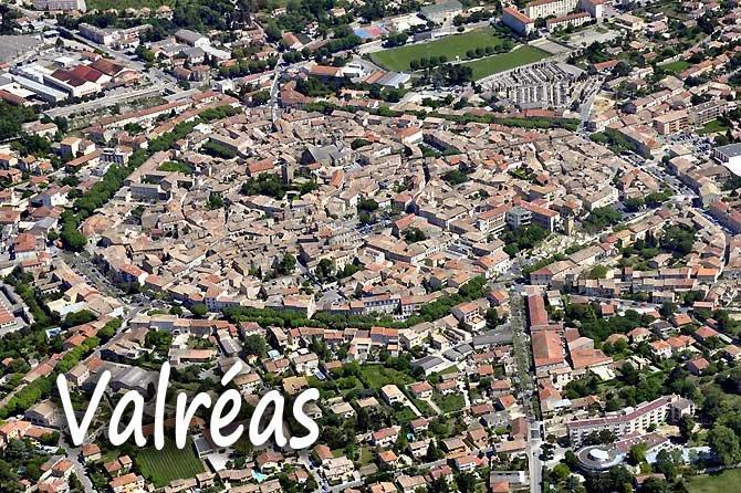 Blick auf Valréas; Quelle: Provence 7.com, Marc Cecchetti, Fotolia.com.