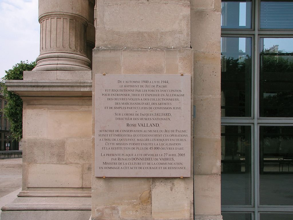 Gedenktafel Rose Valland am Museum Jeu de Paume; © TCY, Wikipedia, CC BY-Sa 3.0