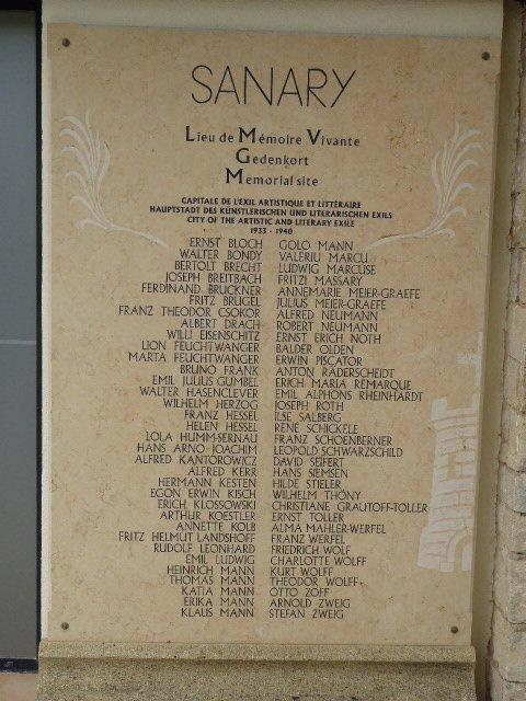 Gedenktafel an exilierte Dichter, u.a. Rheinhardt, in Sanary