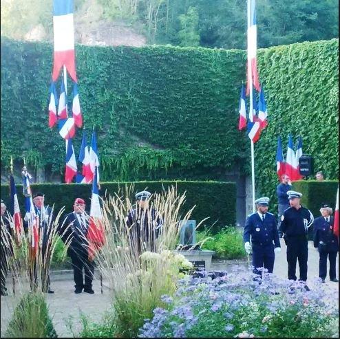 Zeremonie 2017 am ehem. Erschießungspfahl; Quelle: Parti de Gauche