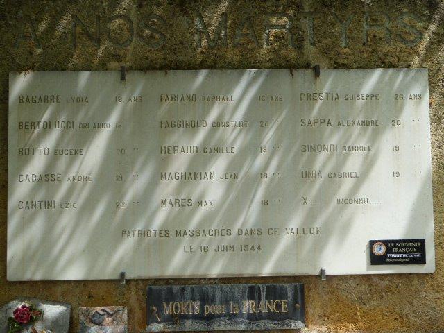 Namenstafel am Denkmal