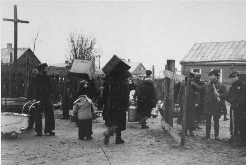 Umzug von knapp 30.000 Juden ins Ghetto von Kaunas, August 1941 (USHMM)