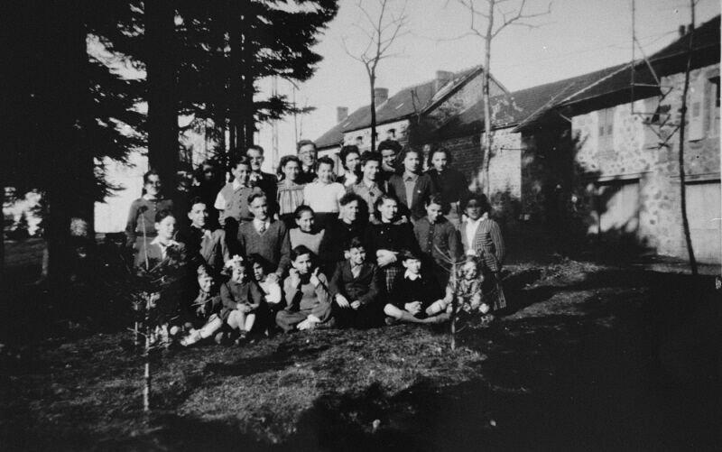 Kinder und Betreuer (USHMM)