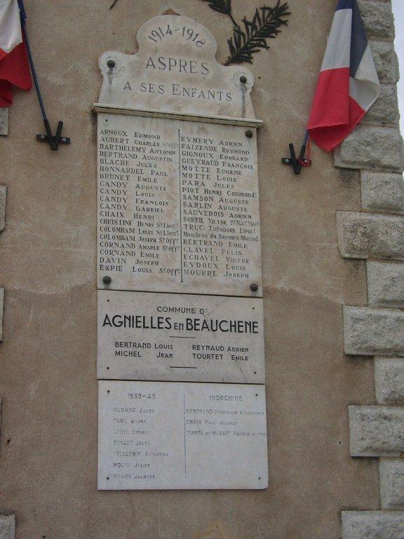 Totentafeln am Turm
