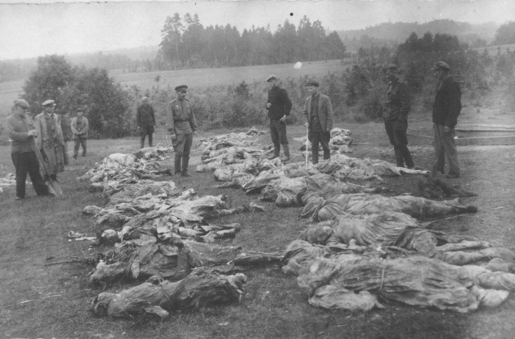 Exhumierung eines Massengrabes 1944 (USHMM)