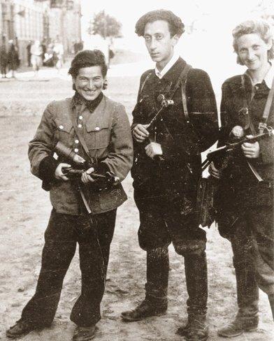 Rozka Korczak (l), Abba Kovner und Vitka Kempner (1944)