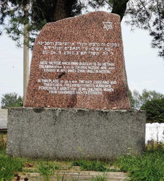 Gedenkstein hinter dem katholischen Friedhof
