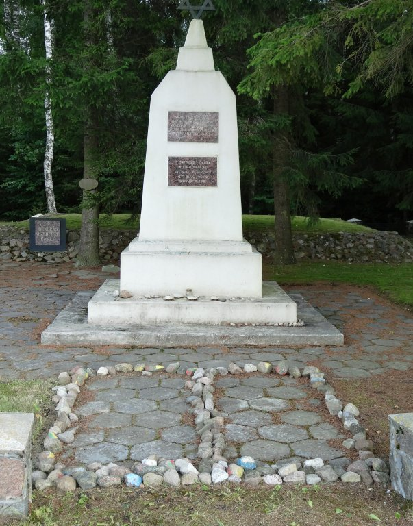 Monument im Wald von Luponiai