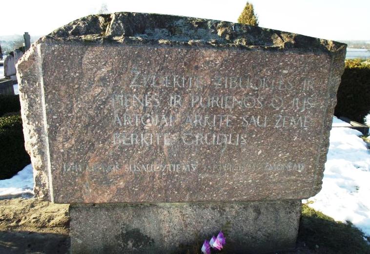 Gedenkstein Friedhof (kvr/J.P.)