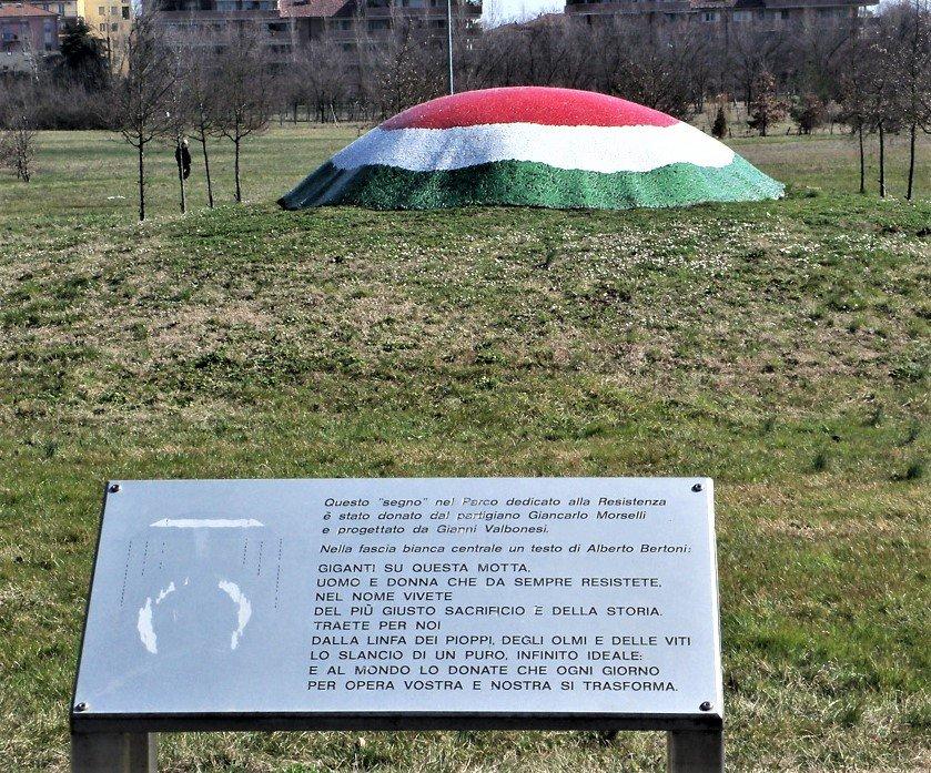 Genkmal und Tafel im Parco della Resistenza