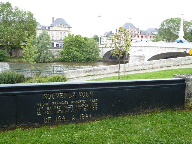 Gedenktafel an der alten Oise-Brücke