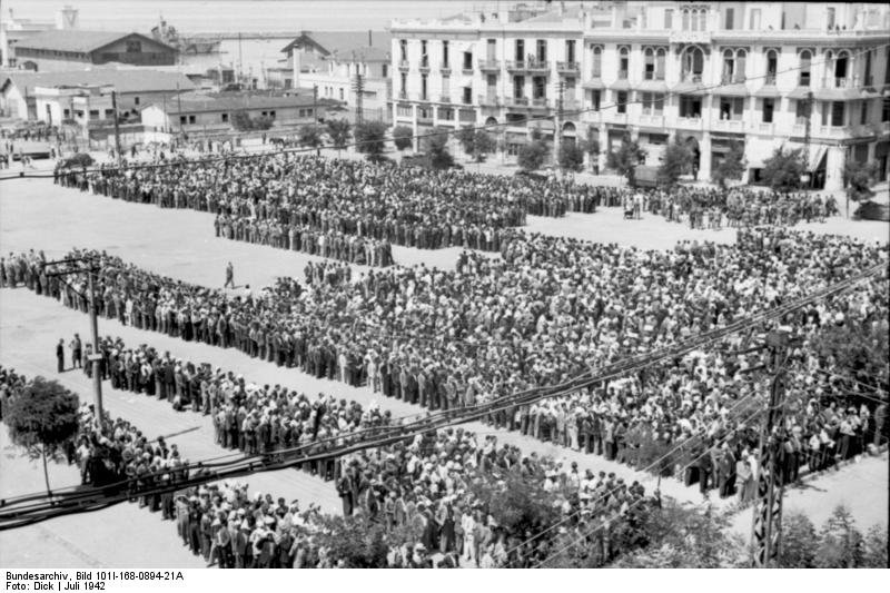 Zwangsmusterung in Thessaloniki; Foto: Bundesarchiv, CC-BY-SA 3.0