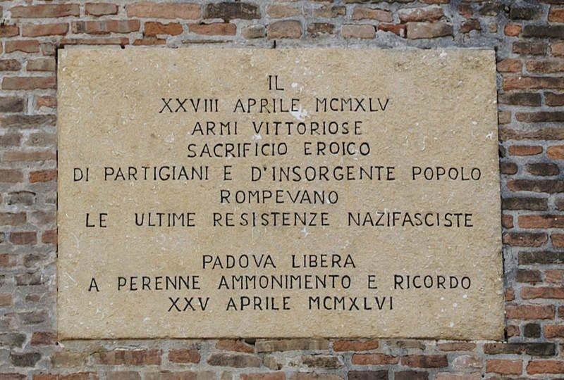 Gedenktafel an der Piazza Insurrezione XXVIII Aprile '45