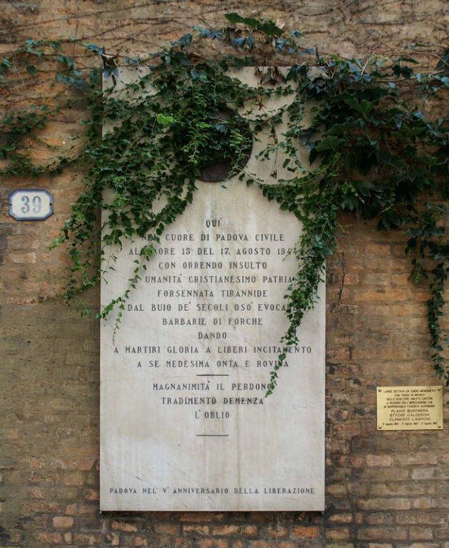 Gedenktafel in der Via Santa Lucia