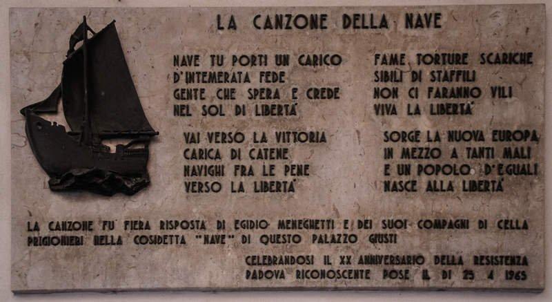 Gedenktafel am Folterzentrum Palazzo Giusti