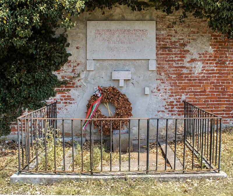 Gedenkstätte für die am 15. Dezember 1941 erschossenen Widerstandskämpfer