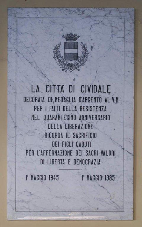 Die Gedenktafel zur Medaglia d'Argento al Valor Militare
