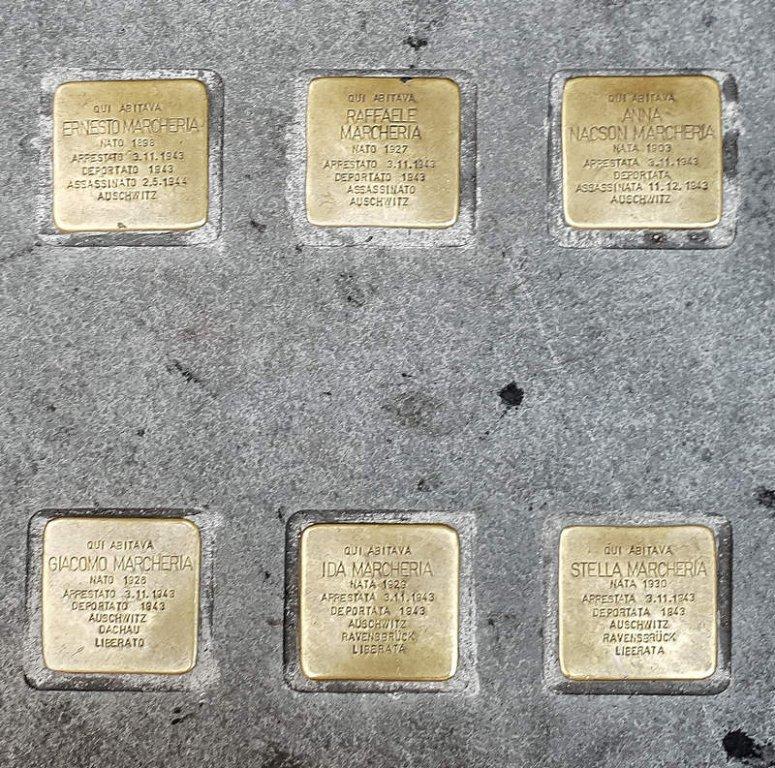 Nur wenige Meter von der Synagoge entfernt: Stolpersteine an der Piazza  Giotti 1