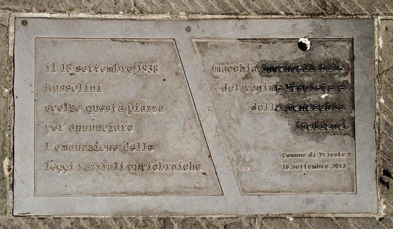 Erinnerung an die Verkündung der Rassegesetze auf der Piazza L'Unità