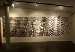Mémorial déportés et fusillés (Fotowand)*)mit frdl Genehmigung des Centre d'Histoire La Coupole