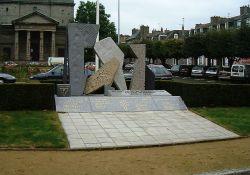 Place Saint-Michel : Monument départemental de la Résistance et de la Déportation (© Serge Tilly, CERP)