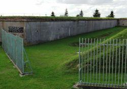 Erschießungsgraben mit Mauer