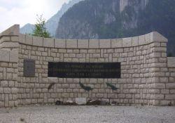 Denkmal mit Inschrift
