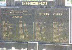 30 Namen von Deportierten, Totendenkmal