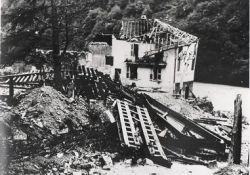 gesprengte Brücke und Häuser; © railsavoie.fr