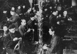 Männer in der Sattlerei (USHMM)