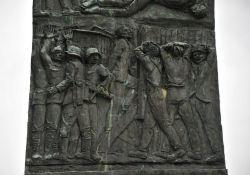 Gedenkstele am Pertuso – Detailansicht