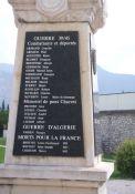 Totendenkmal: Namen der Résistants und Deportierten