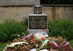 """Ukrainer-Stele auf """"sowjetischem Friedhof"""""""