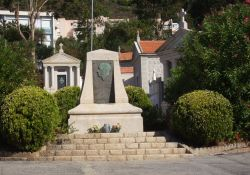Stele auf dem Grab von Fred Scamaroni