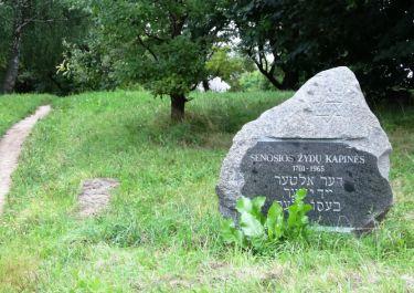 Gedenkstein am alten Friedhof
