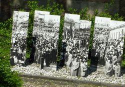 Bildtafeln vor dem Sacrario