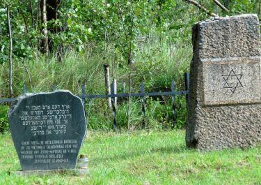 Gedenksteine im ehemaligen alten jüdischen Friedhof