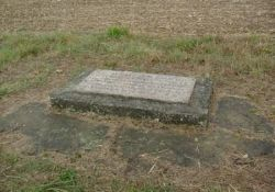 Stein für geplantes Denkmal (© Bernard Butet, genweb)