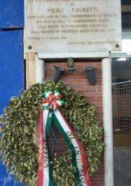 Gedenktafel am Bahnhof für Piero Favretti